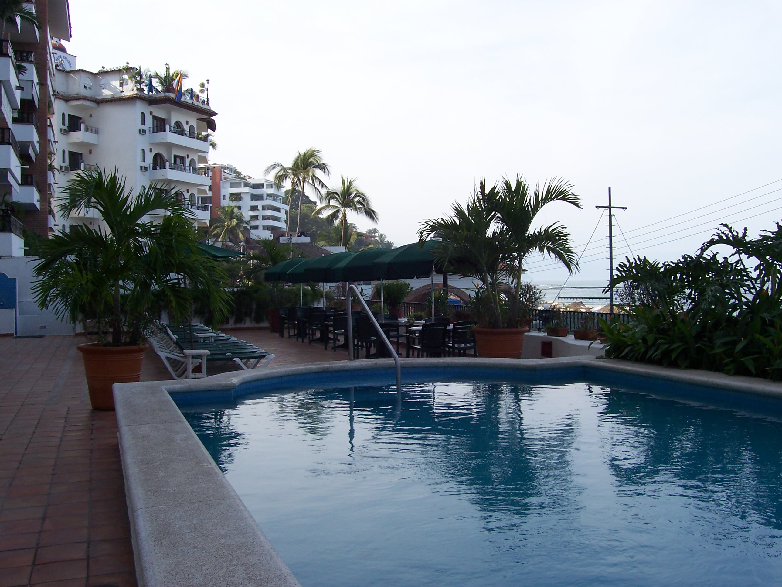 pool-deck-overlooking-ocean